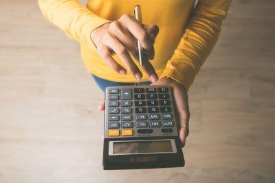 Kalkulator mały ZUS plus. Jak obliczyć najniższą podstawę wymiaru składek za luty-grudzień 2020 r. ?