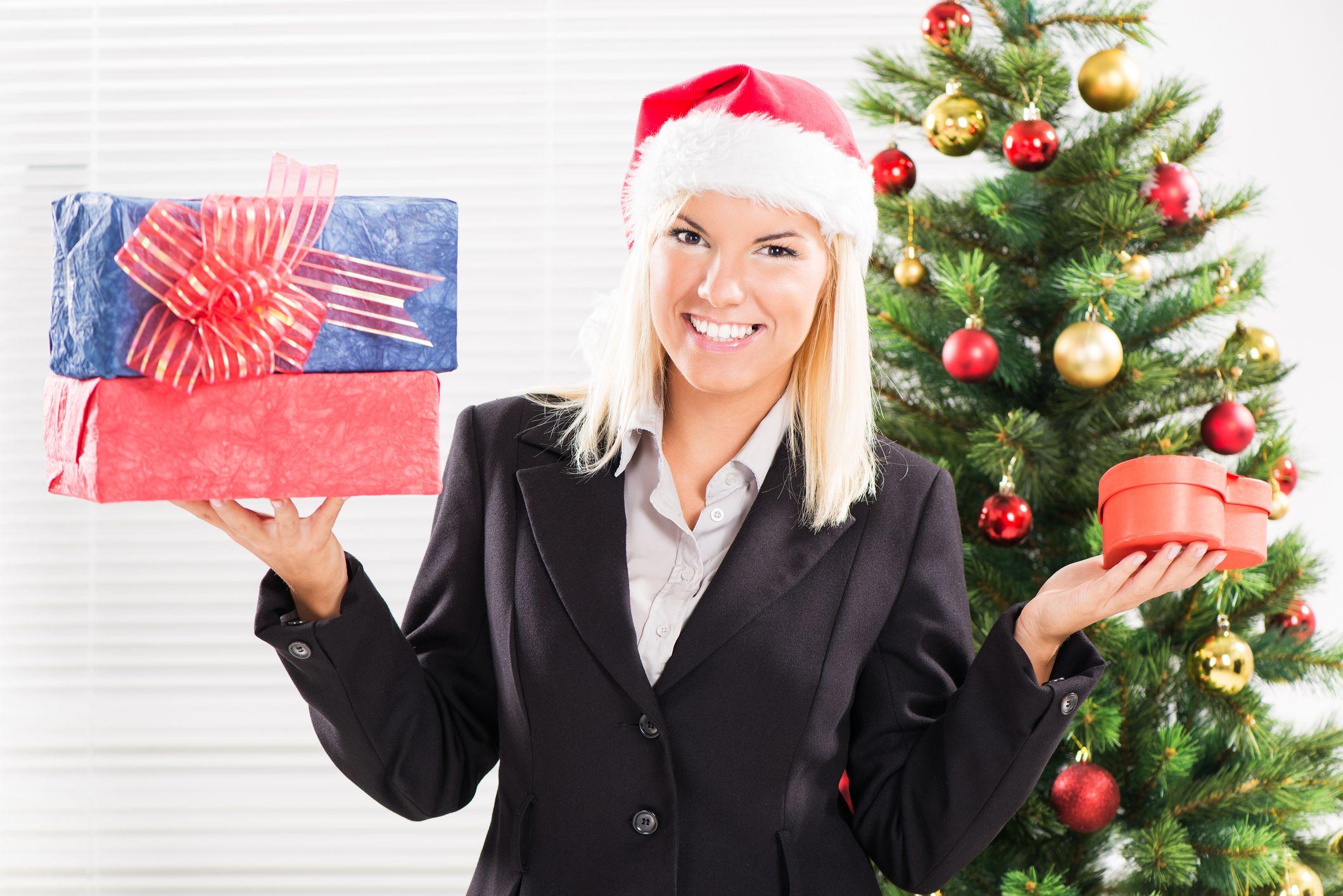 Prezenty bożonarodzeniowe dla pracowników a PIT i ZUS
