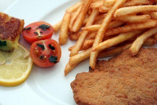 MF wyjaśnia kwestie odliczeń VAT od noclegów i gastronomii