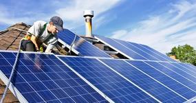 Rząd zniesie podatek od prądu z domowych paneli słonecznych