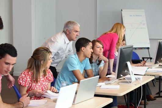 Podnoszenie kwalifikacji zawodowych pracowników z inicjatywy lub za zgodą pracodawcy