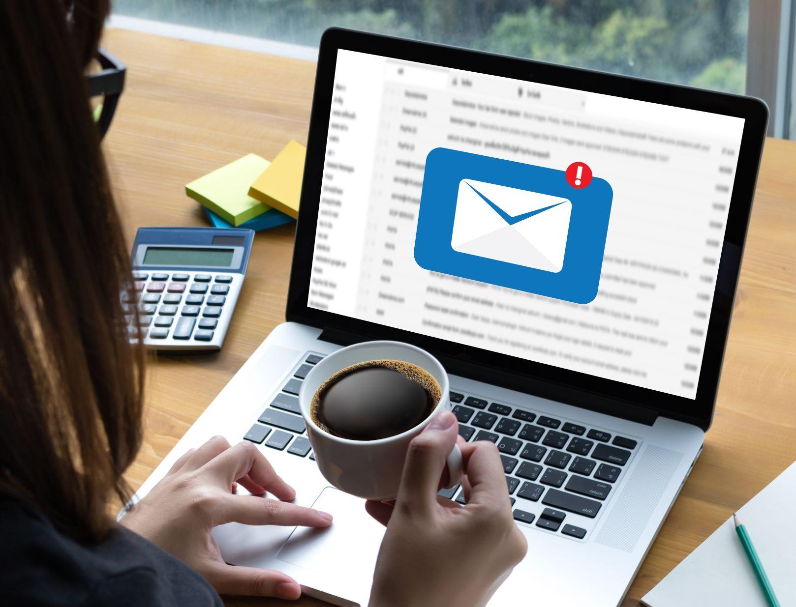 Czy PIT-11 można wysłać pracownikowi mailem?