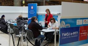e-PIT w galerii handlowej rozliczyło mniej podatników niż rok temu