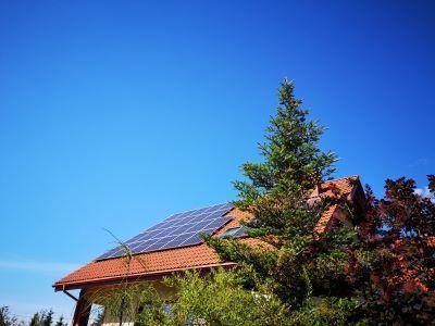 Fotowoltaika: Wydatki na zakup paneli słonecznych w 2020 roku a ulga termomodernizacyjna w PIT