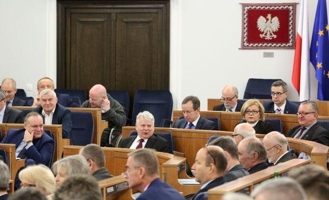 Poprawki Senatu w sprawie zwolnienia z ZUS i zasiłków na dzieci odrzucone