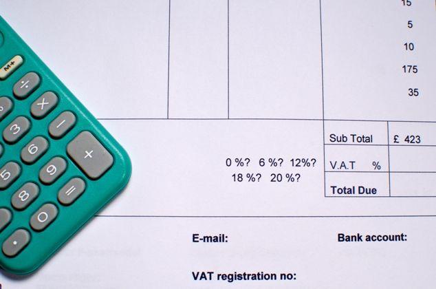Podzielona płatność: usługa z czerwca - płatność w lipcu; usługa z lipca - płatność w czerwcu