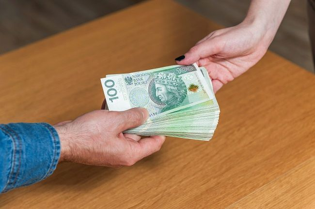 """MF walczy z wypłatami wynagrodzenia """"pod stołem"""""""