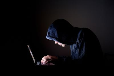 Ministerstwo Rodziny ostrzega przed internetowymi oszustami