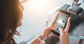 MF ostrzega: Oszuści rozsyłają fałszywe smsy dotyczące paczek