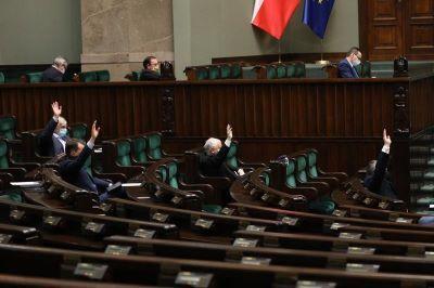 Trwa posiedzenie Sejmu. Prace nad zmianami w KP, postojowym i zwolnieniem z ZUS dla wybranych