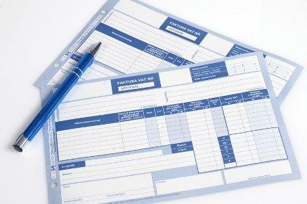 Kiedy faktura nie zawiera podatku VAT?
