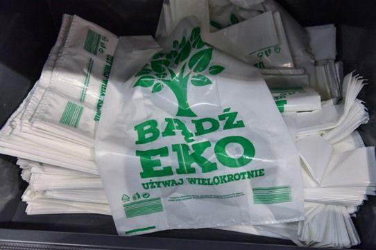 Zmiany w zakresie pobierania opłaty recyklingowej za torby foliowe