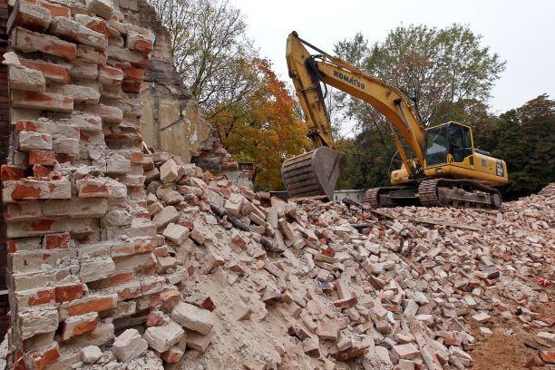 By nie płacić podatku od nieruchomości, wystarczy zburzyć ścianę