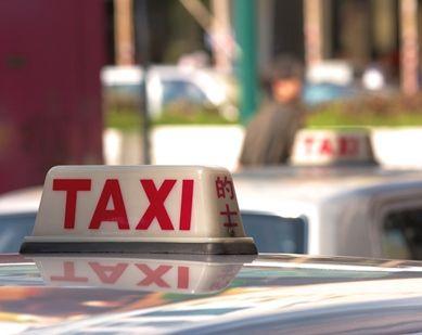 Powrót z nocnej imprezy biznesowej - taksówką, nawet na koszt pracodawcy