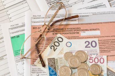 Szybszy zwrot podatku PIT dla niektórych rodzin w 2021 roku