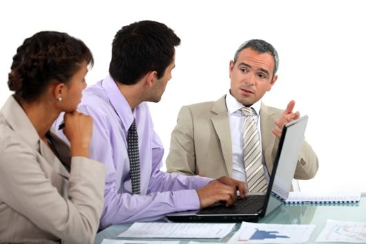 Dokumentowanie usług marketingowych na potrzeby VAT i podatku dochodowego