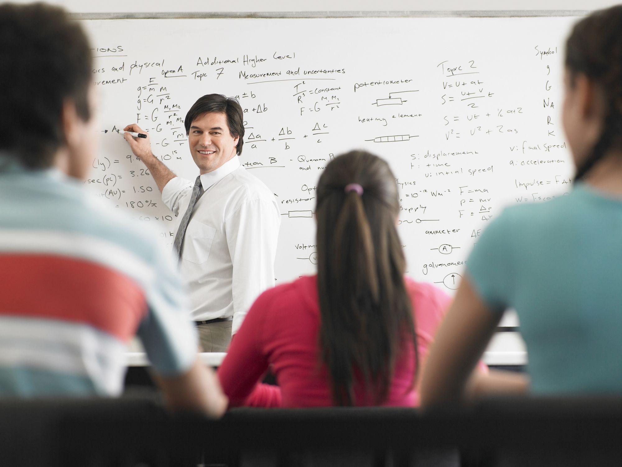Praca nauczycieli akademickich a zmian w 50 proc. kosztach