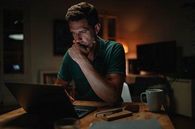 """MF ostrzega: Oszuści rozsyłają fałszywe smsy o """"nocnej lokacie"""""""