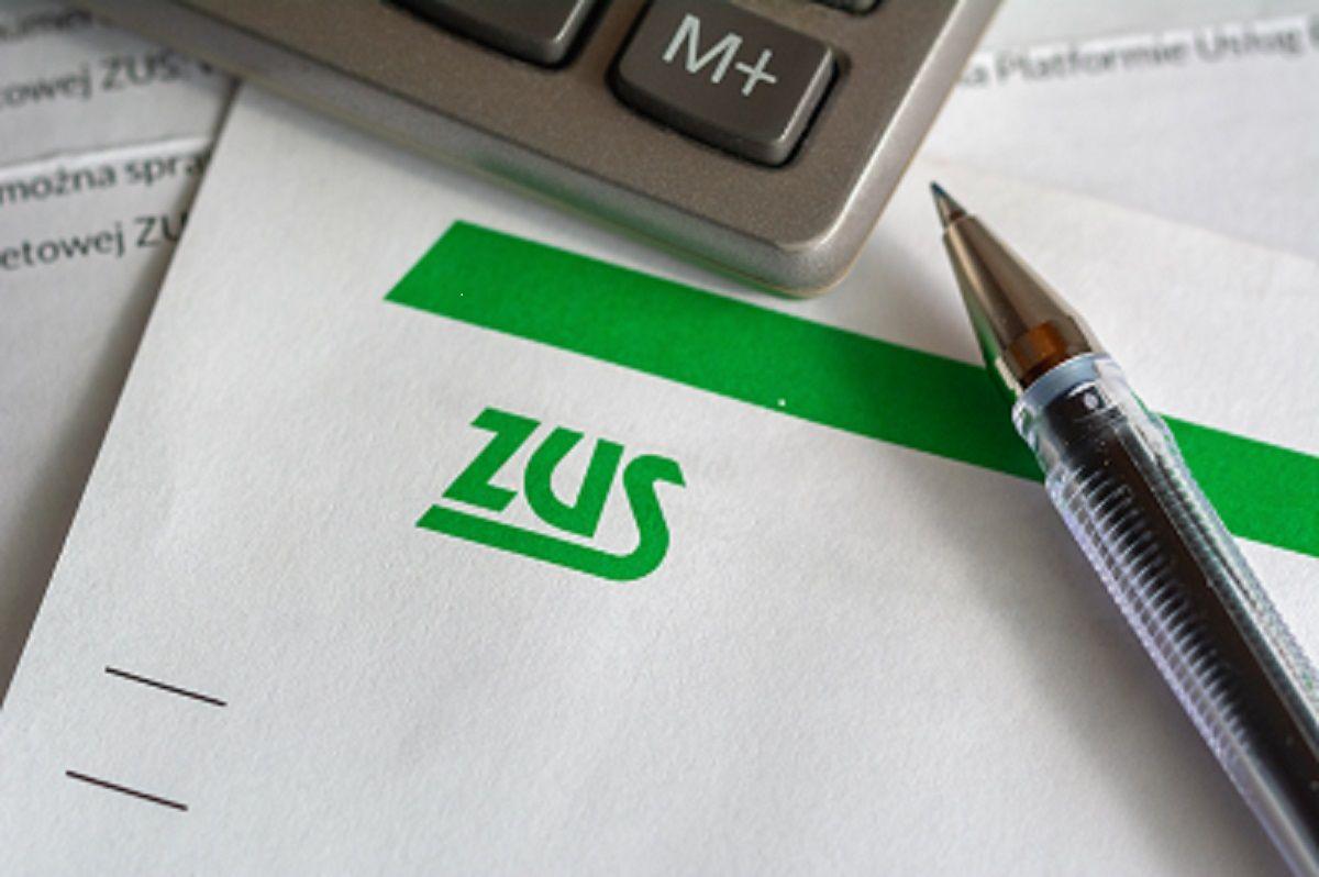 Od 30 grudnia można wnioskować o zwolnienie z opłacania składek i postojowe z ZUS