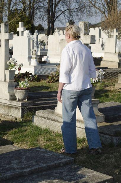 Zus wypłaca zasiłek pogrzebowy nie tylko rodzinie