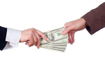 Czy przekaz pieniężny podlega zwolnieniu z podatku od spadków i darowizn?