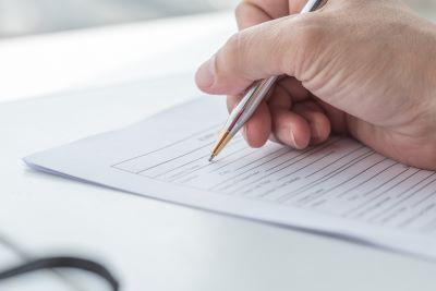 Zwolnienie z ZUS - kogo dotyczy, jak złożyć wniosek, co zyskasz