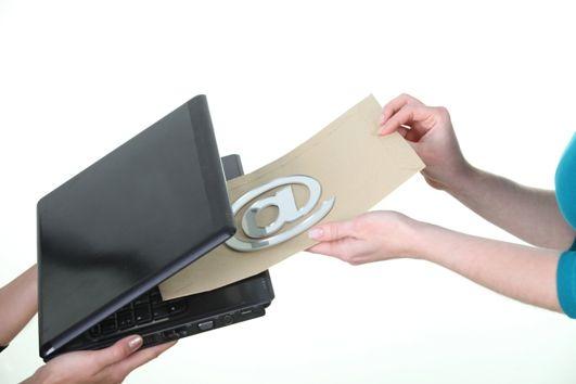 Adres e-mail klienta - dana osobowa czy informacja niepodlegająca ochronie?